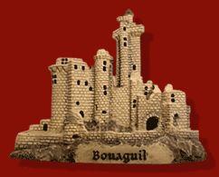#Magnet du #chateau de #Bonaguil (Le château de Bonaguil, avec les transformations de Bérenger de Roquefeuil, intègre les dernières améliorations dans la construction des châteaux #forts, mais la #barbacane qui en protège l'entrée annonce les transformations qui vont être nécessaires pour résister à l'#artillerie qui passait à la fin du XVe siècle des #boulets de #pierre aux boulets de #fonte)