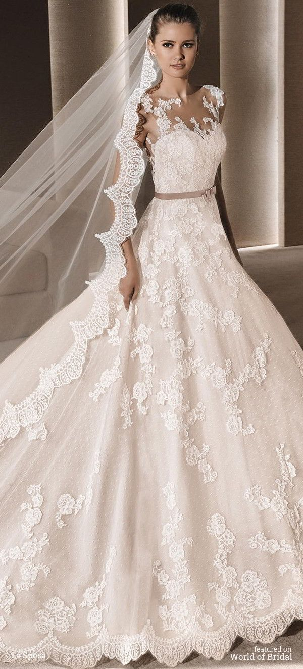 Princess dress in tulle with lace appliqués and beige underlay. Sweetheart bodice with sheer overlay in illusion tulle decorated with lace appliqués. Beige grosgrain belt at the waist. Full princess skirt in lace and tulle.