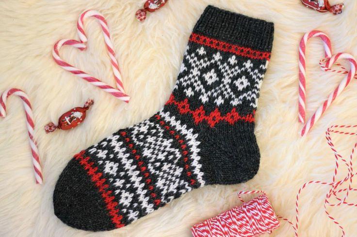 Hyvää neljättä adventtia! :) Kylläpä nämä viikot huristaa hurjaa kyytiä, ihan kohta on joulu! Nyt saadaan Adventtisukatkin jo valmiiksi, me...