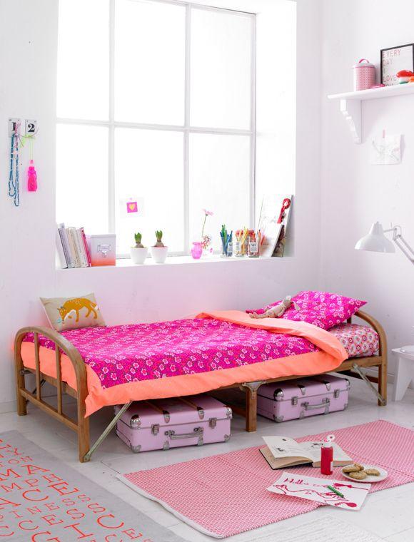 Süßes Kinderbett aus Bambus - wird es nicht gebraucht, kann es leicht zusammengeklappt werden.