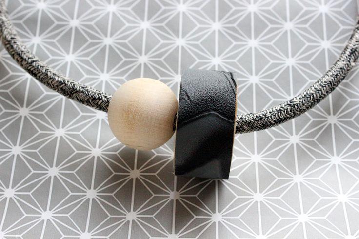 Girocollo 1001 necklace, cavo elettrico rivestito in cotone melange nero e avorio, dettaglio in legno con carta d parati nera e stampa 3D di IlluminoHomeIdeas su Etsy