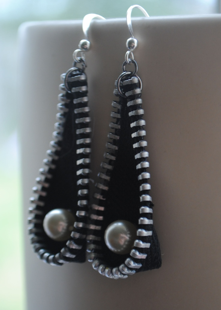 Zipper & pearl bead earrings.  By Habercraftey