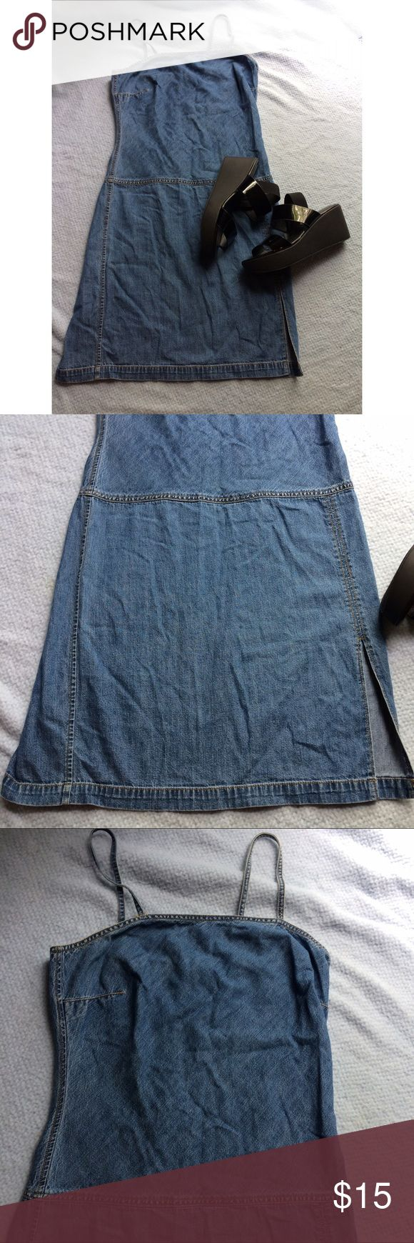 "Vintage Tommy Hilfiger denim dress Very lightweight, and cute for the springtime and summer, has a small 8 inch slit up the left side. And a zipper up the back. It's a size 8. Measurements: bust: 16"" waist : 17.5"" skirt length: 17"" Tommy Hilfiger Dresses Midi"
