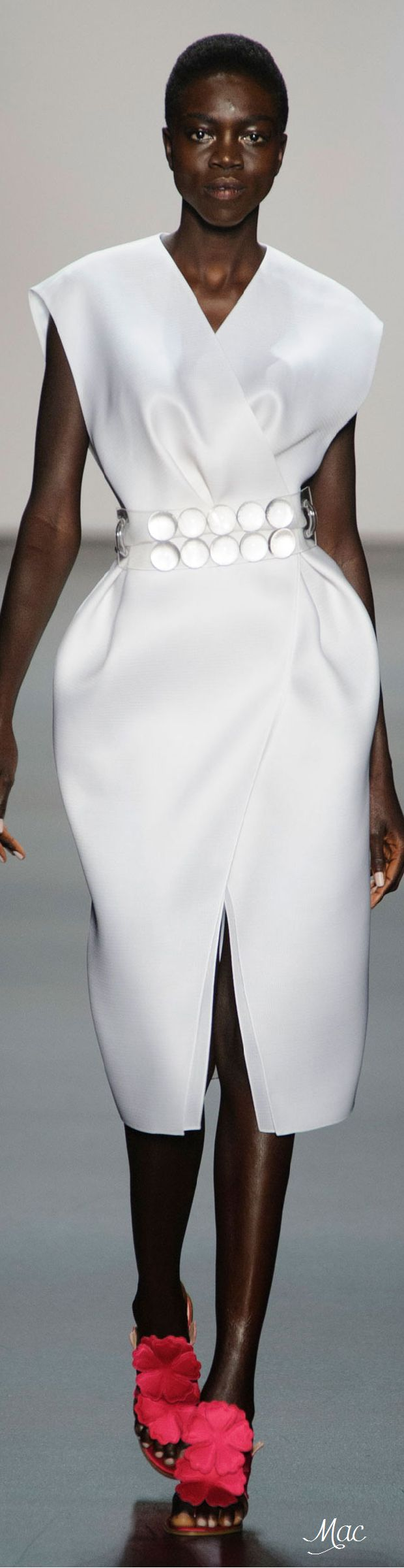 Spring 2016 Ready-to-Wear Angel Sanchez работа, девушка, рубеж, австралия, турция, сша, америка, граница http://escort-journal.com/