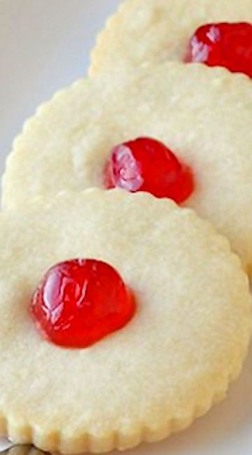 Old Fashioned Shortbread Cookies  - it's back to basics with a 5 ingredient recipe for buttery shortbread cookies just like your grandmother would make. A simply perfect cookie.