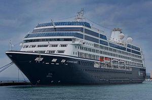 Azamara Quest. Ιδιοκτησία & Διαχείριση:  Azamara Cruises. R Seven 2000 ~ 2003. Delphin Renaissance 2003 ~ 2006. Blue Moon 2006 ~ 2007. 2007 ~ present, today's name. Παρθενικό ταξίδι το 2000. 30.277 GT ~ 181 μ.μ. ~ 25,46 μ.πλάτος ~ 11 κατ/τα ~ 18 knots ~ 686 επ. ~ 408 ατ.πλ.