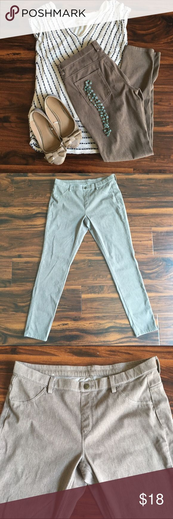 Tan UNIQLO Legging Pants Size Large Worn once. Jegging pants, size Large. Waist is for 30-32inches. Has pockets on backside. Smoke free home. UNIQLO Pants Skinny