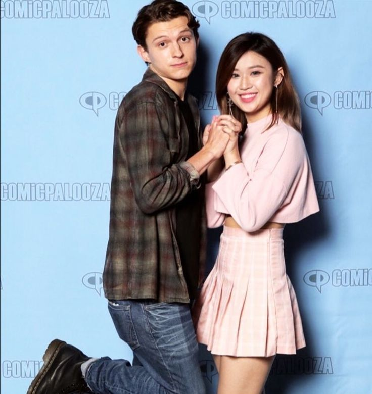 Cuuute tom holland meet and greet poses spiderman