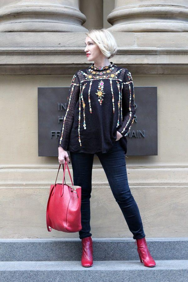 A fashion blog for women over 40 and mature women  Blouse: Zara Pants: Levis Bag: Rochas Shoes: Zara