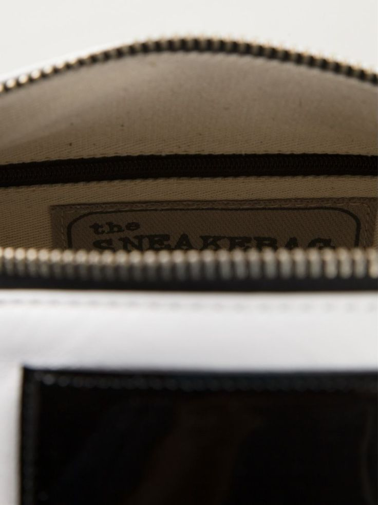The Sneakebag - White, black and red calf leather arrow detail bowling #bag.   /   Borsa bauletto in pelle effetto vintage, da portare a mano o come #borsa a tracolla; fondo in gomma, impermeabile e ultra resistente, effetto sneaker. #sneakebag