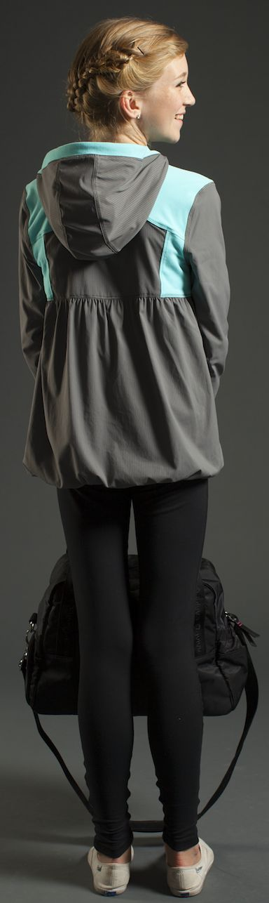 grey or colourful, you choose your style in this reversible Swift and Luon® fabric jacket. | Live to Move Jacket