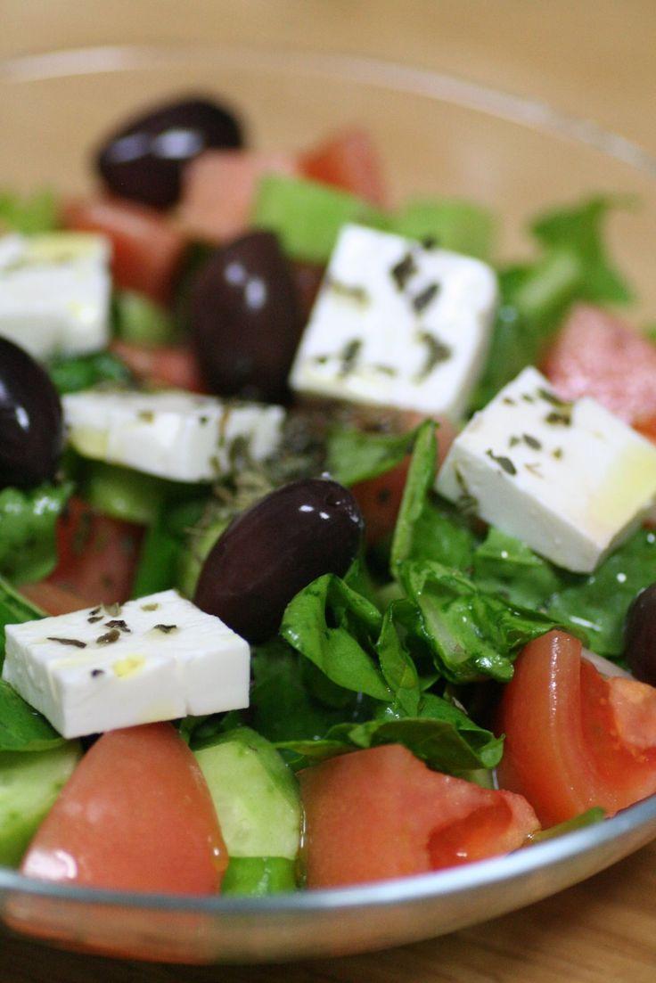 Gatto e Topo: グリークサラダ、秋刀魚のマリネ、ホウレンソウとナス・フェタチーズのパイ、鶏肉とオクラのオーブン焼き