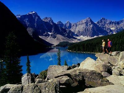 輝く峰と青い湖!世界遺産カナディアンロッキー