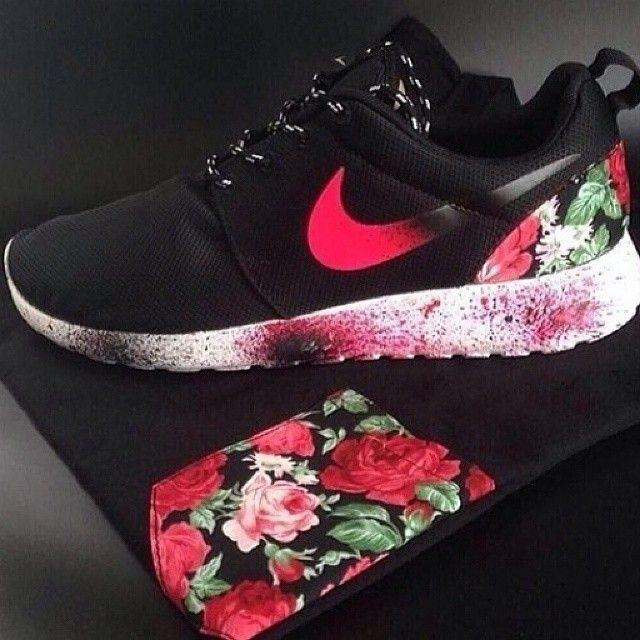 Floral Roshe Run nike sneakers