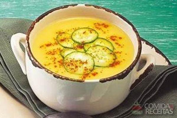 Receita de Sopa 4 queijos com croutons, pepino e páprica picante - Comida e Receitas