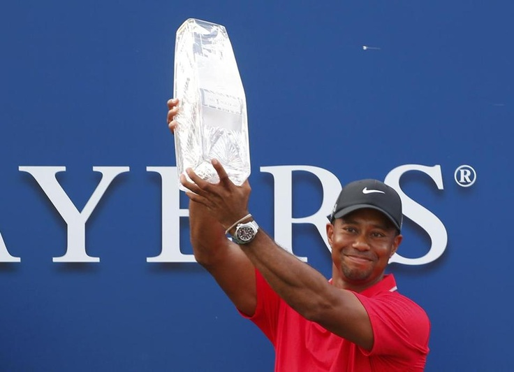 Tiger Woods lifted The Players Championship trophy after winning the PGA golf tournament at TPC Sawgrass.