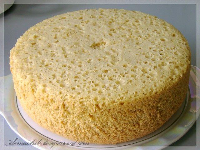 Сколько себя помню,моя мама всегда готовила торты из этого бисквита.Да и в Армении почти все хозяйки пекут бисквит таким способом.Получается…