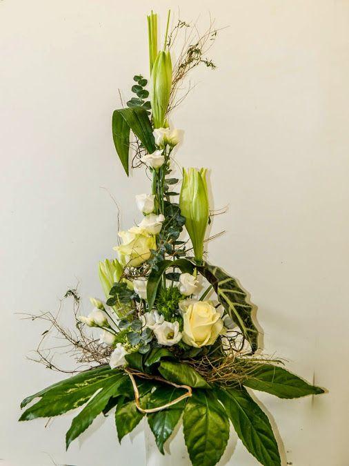 """""""Der Edle"""" ... wenn man große Wertschätzung ausdrücken möchte.  online-shop: http://deliv24.com/s-blumenmöenche  #Lilien #vornehm #weiß #Strauß #Wertschätzung #Floristik #onlineshop  EBK-Blumenmönche Blumenhaus – Google+"""