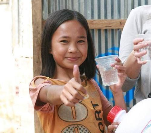 "Did you know that the first #1001fontaines programme in #Cambodia is the most advanced?  Thanks to the actions of ""1001fontaines"", more than 100,000 beneficiaries have access to safe drinking water today. 40,000 of them are children aged under 12 who have safe water available to them in their schools. You can contribute to increase the above numbers. To have more children safe drinking water. Just buy the bag with the BLUE thread! #GenerationGenerous"