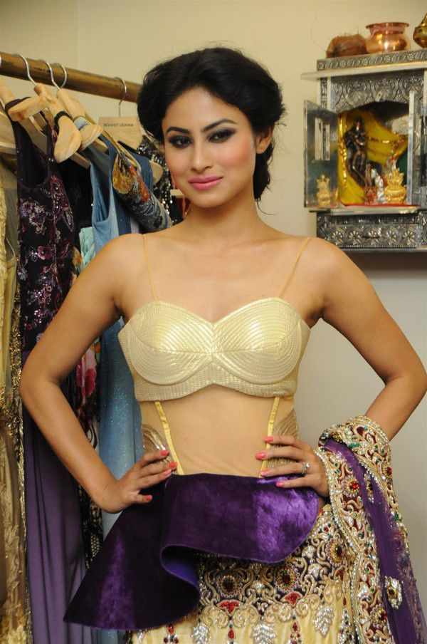 Hot and Sizzling Unseen Pics of Mouni Roy | TV celebrities | Pinterest ...