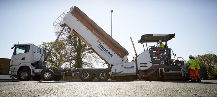 Hanson's new tipping truck, which allows for the slow release of aggregates.