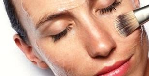 L'inverno è la stagione ideale per esfoliare il viso, utilizzando non solo prodotti cosmetici ad  hoc, ma anche e soprattutto ricorrendo a un peeling  presso un centro di medicina estetica.