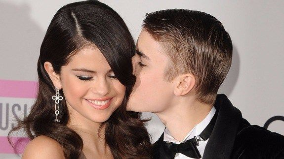 What does Justin Bieber mean by this intimate Instagram with Selena Gomez? http://ift.tt/1pW2HnF  Justin Biebers giving us the feels.  The singer posted a throwback picture to Instagram Saturday of him kissing his ex-girlfriend Selena Gomez captioned with the simple yet powerful word Feels.  SEE ALSO: 11-year-old student wants Justin Bieber to say sorry for his poor grammar  What does this mean?  Perhaps that he misses Gomez with whom he had a highly-publicized on-again-off-again-on-again…