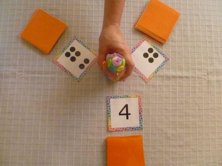 Begeleide of zelfstandige activiteit - Dit is een zelfgemaakte variant van het spel 'Junglespeed'. Via dit spel oefenen de leerlingen de cijfers, hoeveelheden en getalbeelden in. Wanneer ze een cijfer, hoeveelheid of getalbeeld zien die gelijk is aan elkaar, mogen ze de totem nemen.