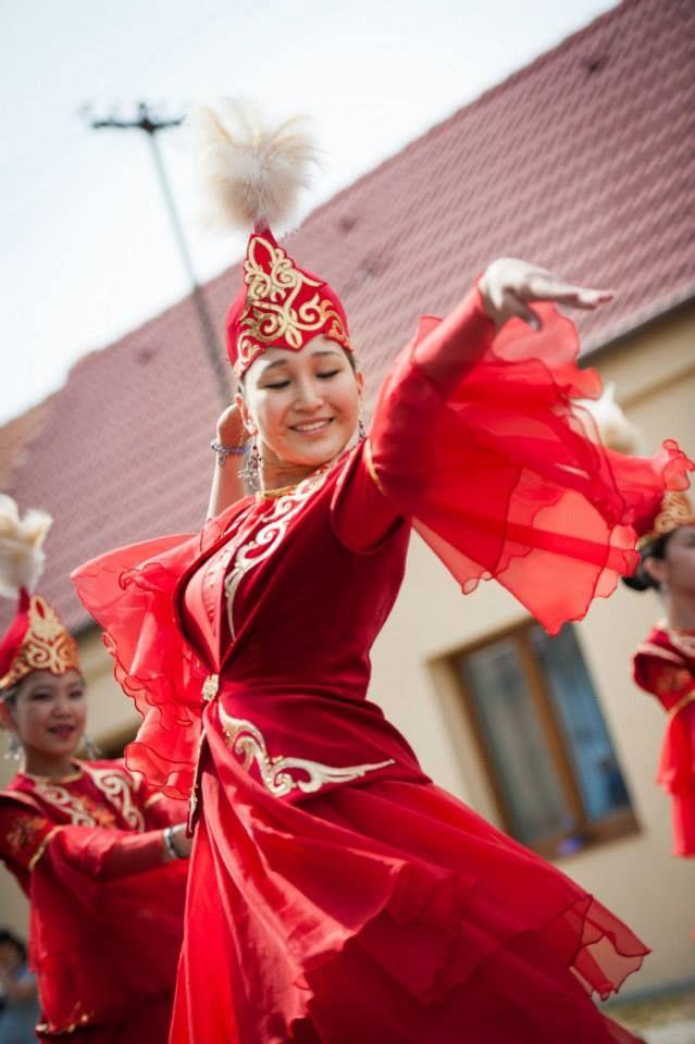 Mezinárodní folklorní festival 2014 - průvod městem