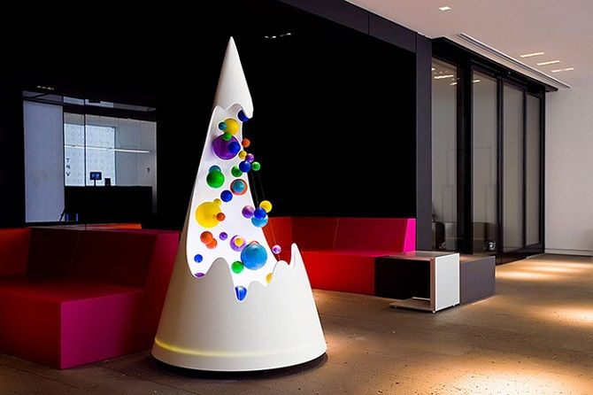 Futuristic Christmas Tree: I like this too - a work of art
