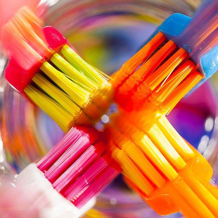 Uma massagem sempre vai bem, inclusive nos dentes e gengivas :- ) #curaprox #dentistas #oralcare #design #cores #colors #swissmade