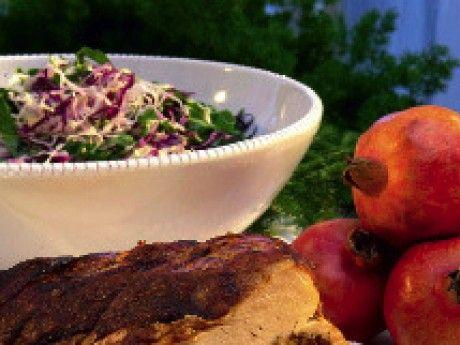 Sallad på rödkål, grönkål och granatäpplen