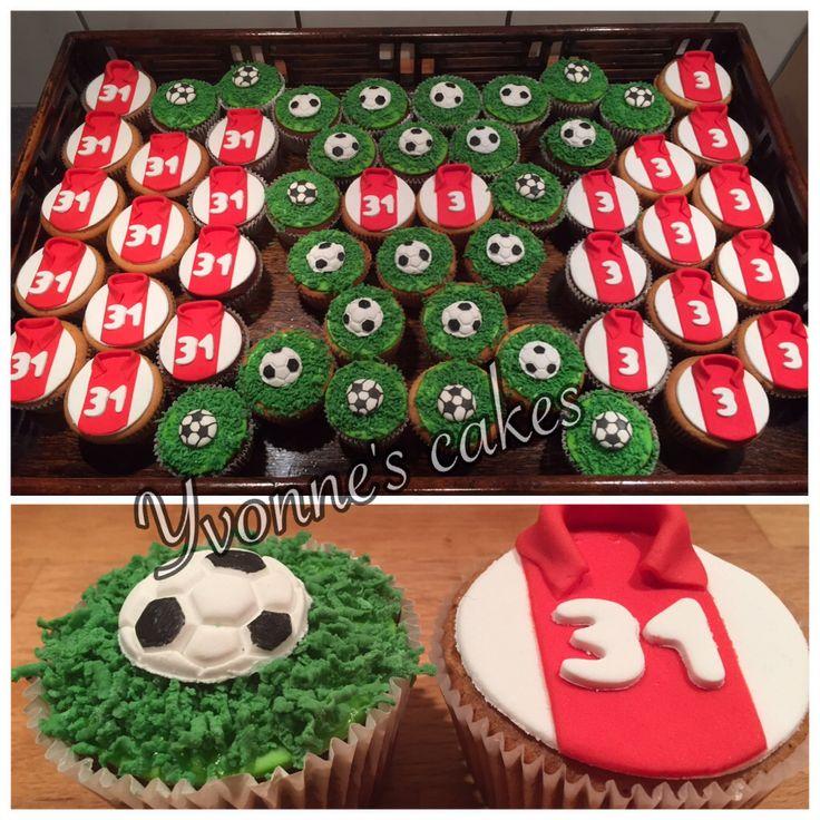Ajax cupcakes traktatie idee n pinterest eerste for Decoratie cupcakes