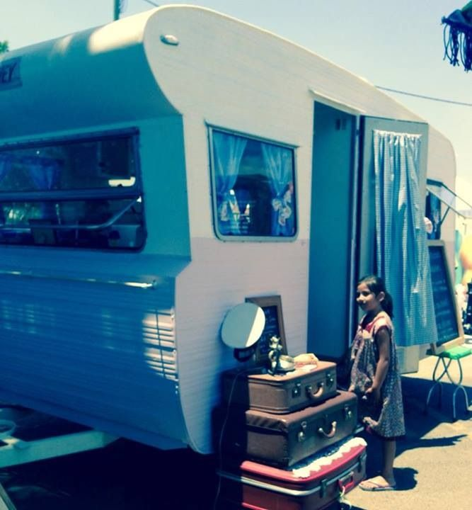 Peggy Sue #thecuriouscaravan at #containerval festival!