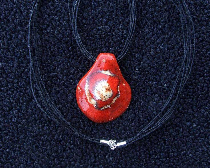 czerwony medalion