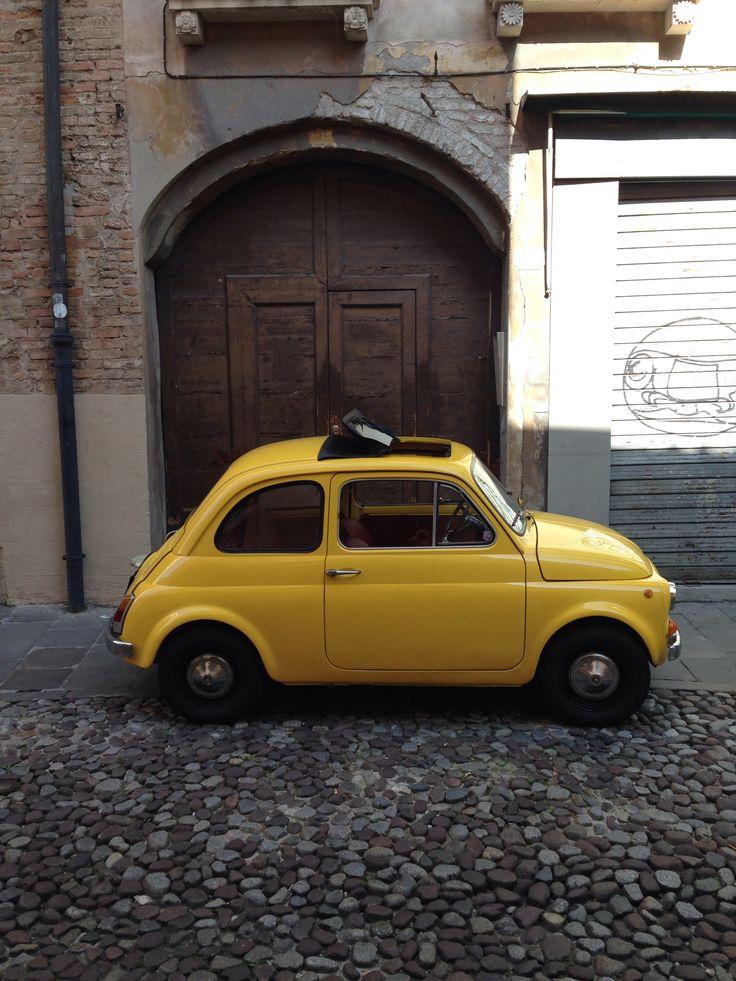 Fiat 500 in ghetto!