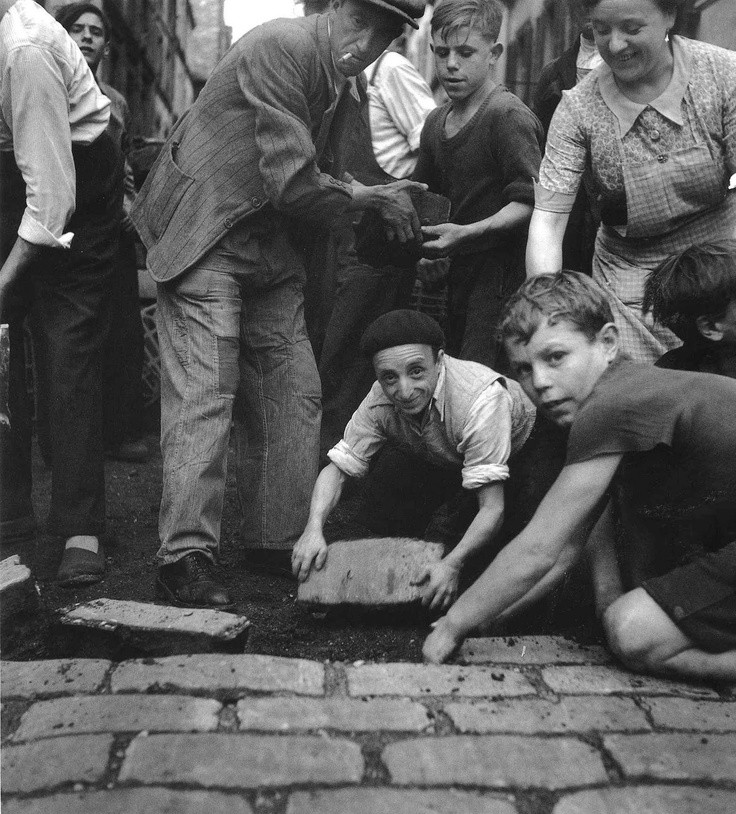 Paris by Robert Doisneau, 1940s / 1950s