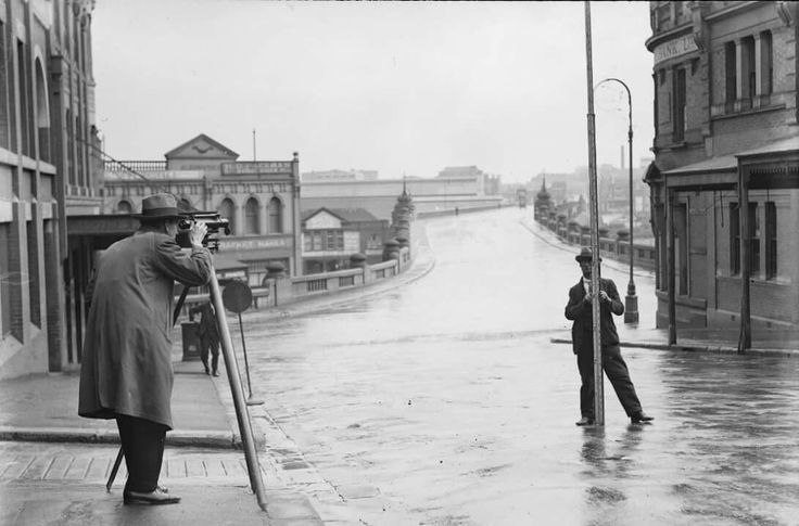 Market St,Sydney in 1929.The old Pyrmont Bridge in the background.