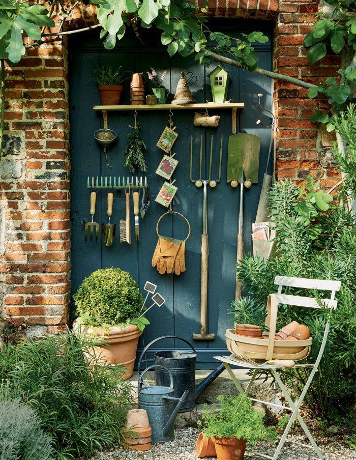 DIY jardin : des patères pour suspendre les outils de jardin ! / Garden DIY : hanging gardening tools on a door