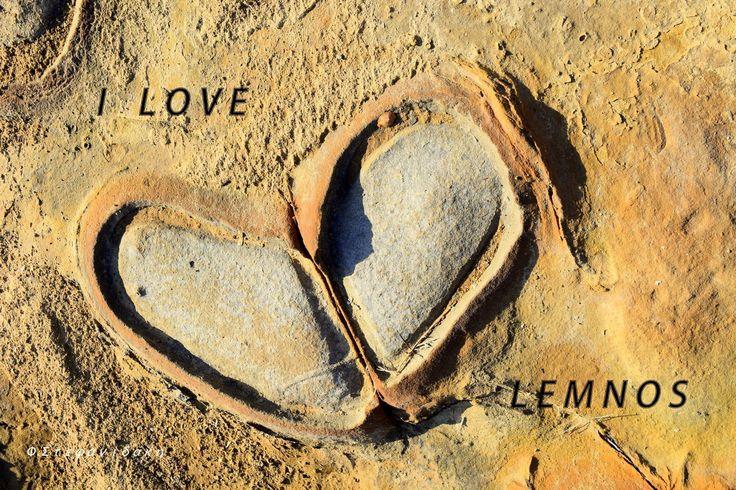Μοναδικά πετρώματα στη Λήμνο, που αποτυπώνουν με φυσικό τροπο την αγάπη μας για τις ομορφιές αυτού του νησιού!  Φωτό: Φωτεινή Στεφανιδάκη