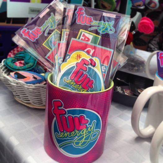 Mug #Fullenergy con paquete de imanes y stickers de frases variadas. Mug $23.000 pesos colombianos más envío. Paquete de Imanes y de Stickers $10.000 pesos colombianos más envío. Entregas para el mundo. Pedidos a hola@radiocorchito.com.co. Puedes ver más productos aquí ----> http://www.radiocorchito.com/fullenergy/ #Geek