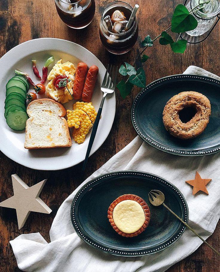 8月4日(木)朝ごはん おはようございます✩°。⋆ 甘いのが食べたくてコンビニで買って置いた #チーズタルト と #十六穀のミルクティードーナツ…