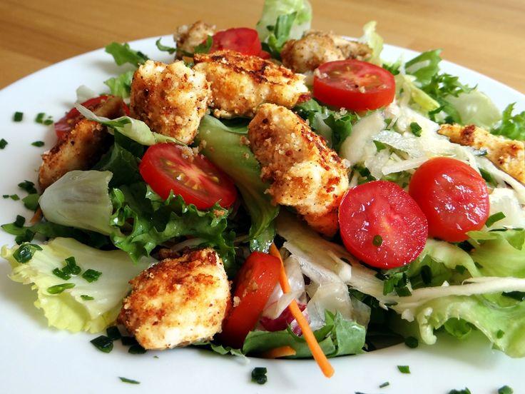 Hähnchenbrust mit Tropic Panade und Salat - Low Carb Rezept