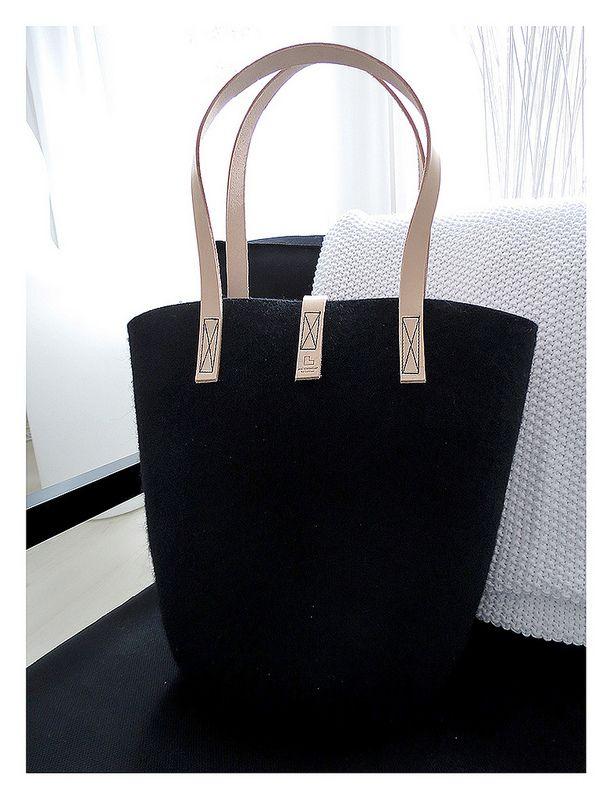 Aki Choklat for Lahtiset 100% wool felt bag, black