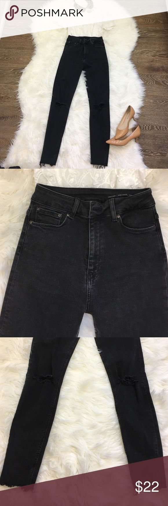 Zara Woman High Rise Jeans with Ripped Knees Skinny leg with great stretch. Love this look with heels or sneakers!!! Zara Jeans Skinny