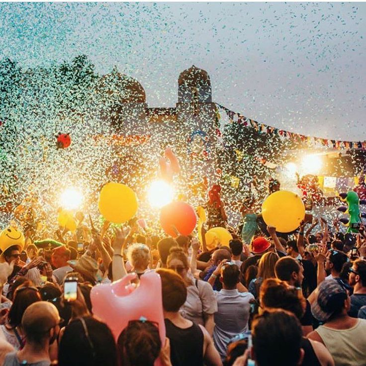 Youve got one more day to win tickets to LOVEBOX and a festival bundle from Lottie London! See The link in our bio to enter!  #giveaway #lovebox #festival #lottielondon