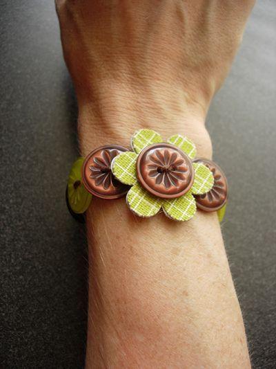 Love this button bracelet: Bracelets Tutorials, Flower Bracelets, Beans Talk, Beans Buttons, Beans Bracelets Wrist, Buttons Bracelets, Cute Bracelets, Flower Buttons, Buttons Canvas