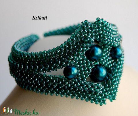 Elegáns kékes-zöld gyöngyfűzött karkötő (szikati) - Meska.hu