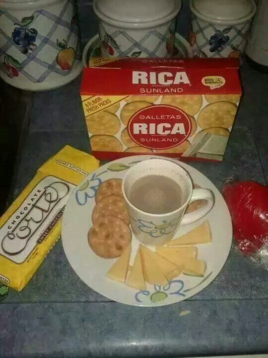 Comfort Food Cheese Crackers And Hot Chocolate Puerto