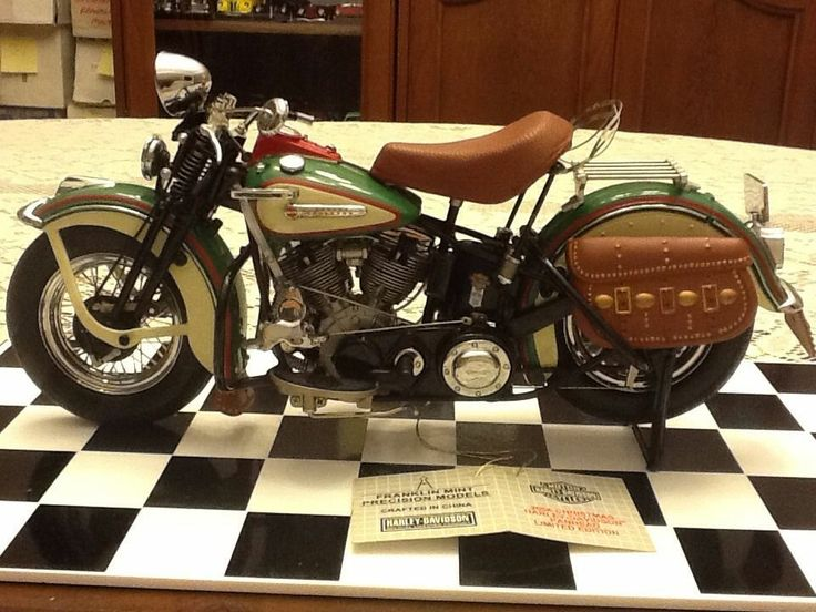 FRANKLIN MINT 1948 HARLEY DAVIDSON PANHEAD 2006 CHRISTMAS EDITION 1:10 SCALE | the Harley-Davidson Collectionary